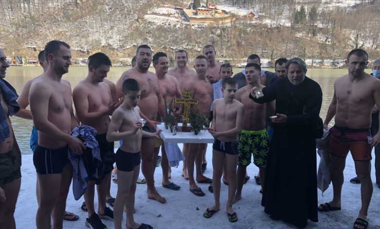 Photo of Zvorničani plivali za Časni krst