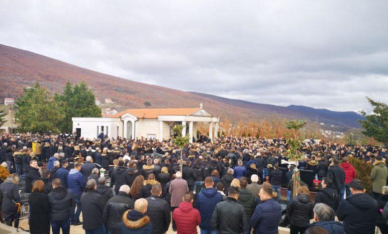 Photo of Suze i bolni uzdasi: Posljednji ispraćaj Stjepana Jukića, mladića koji je stradao u Posušju