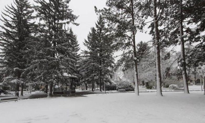 Photo of Mediji: U Petrinji i Glini snijeg, mnogo ljudi u užasnim uslovima