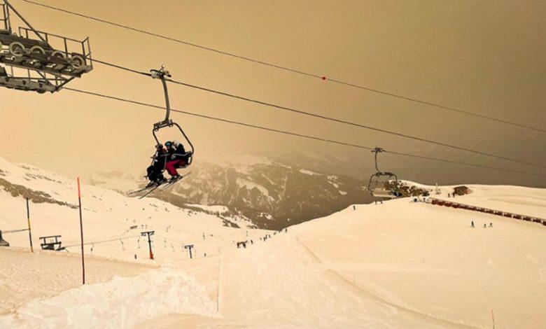 Photo of Pijesak iz Sahare obojio snijeg na evropskim skijalištima