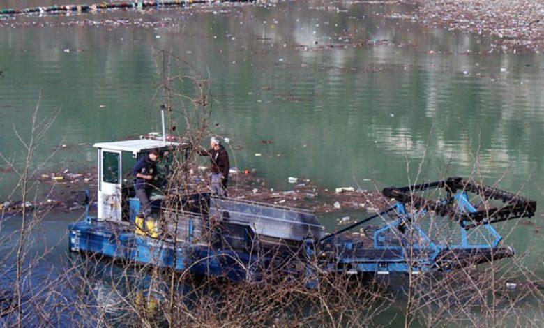 Photo of Specijalno plovno vozilo čisti otpad na Drini