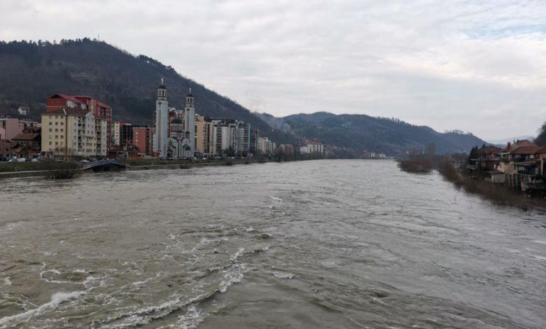 Photo of Drina se izlila u Tršiću, Srednjem Šepku, Roćeviću i gradskoj plaži