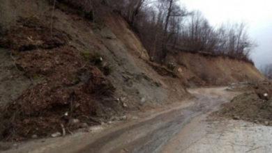 Photo of Zbog klizišta obustavljen teretni saobraćaj na putu Foča – Šćepan Polje