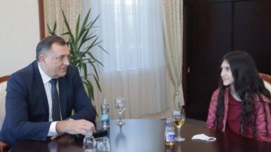 Photo of Biljana Čekić dobija stipendiju za školovanje