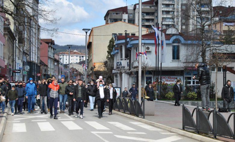Photo of Zvornički ugostitelji pokazali nezadovoljstvo mjerama Štaba, mirno prošetali do Gradske uprave
