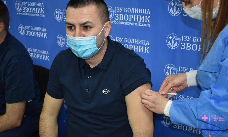 Photo of Direktor i 55 zaposlenih zvorničke bolnice primili rusku vakcinu