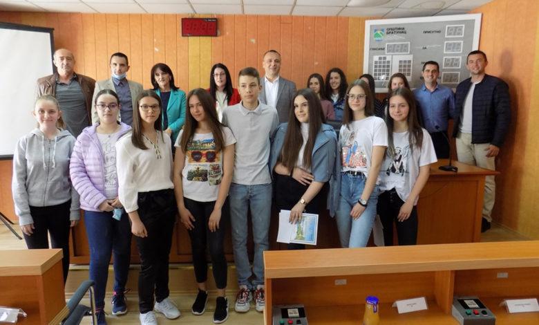 Photo of Nagrađeni najbolji maturanti u Bratuncu