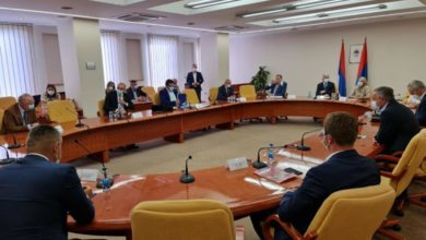 Photo of Pogledajte zaključke partija iz RS povodom Inckovog nametanja zakona (foto)