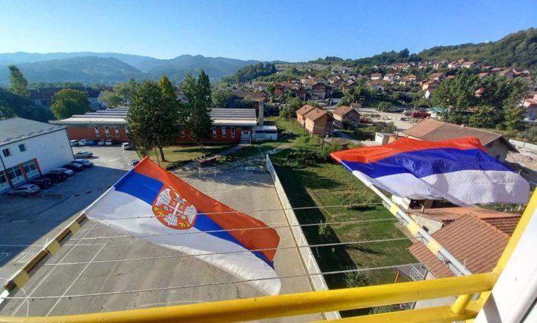 Photo of Zajedno slavimo Dan srpskog jedinstva; Srpska okićena trobojkama (foto)