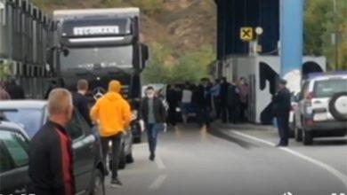 Photo of Na Jarinju se oduzimaju srpske tablice, saobraćaj blokiran, građani uznemireni