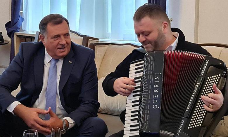 Photo of Dodik: Jedna harmonika uspjela da izvede na čistac opoziciju i otkrije njihovo pravo lice